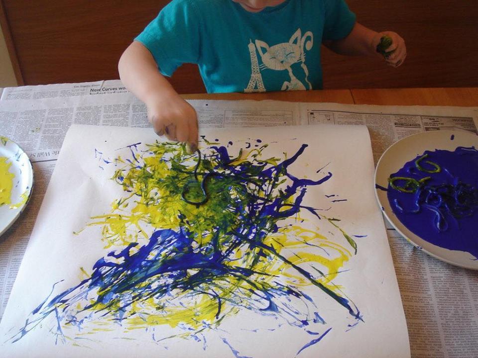 Spaghete colorate, atelier pentru copiii de 10 luni – 3 ani