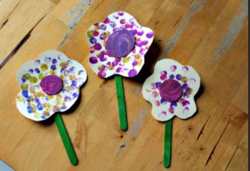 Atelier de pictat flori cu degetele, 8 luni- 1,5 ani