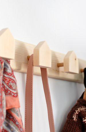 Cuier din lemn cu casute