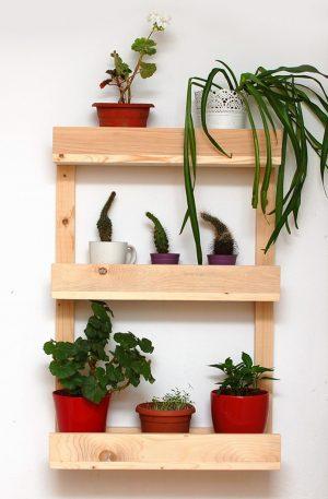 Etajera din lemn pentru flori